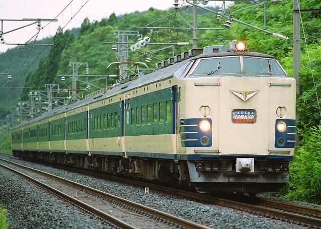 JR-E-583-hatukari-9car-1_convert_20131113182912.jpg