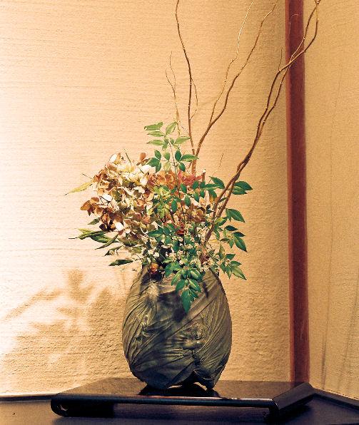 妖精卵 四季―螺旋(花器) ブロンズ 松田光司作