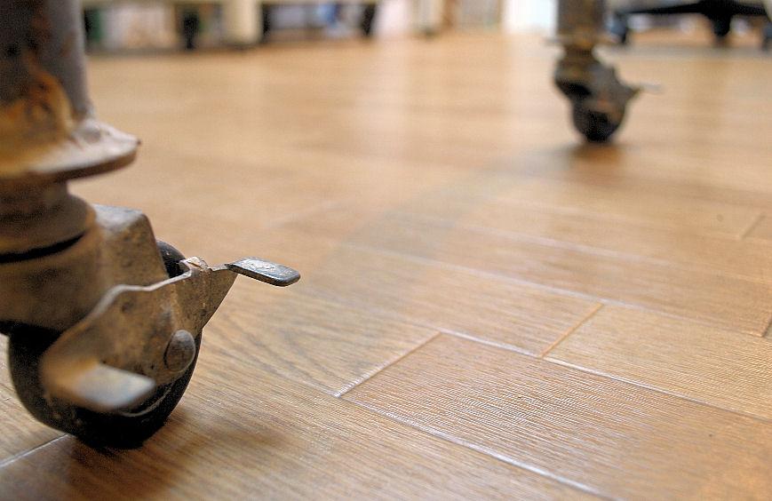アトリエの床 撮影 松田光司