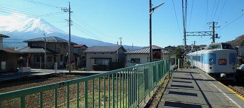 千マリ183系「31」編成「ホリデー快速富士山3号」(2013年11月30日・富士急行葭池温泉前駅)