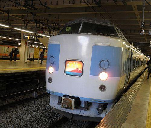 千マリ183系「31」編成「ホリデー快速富士山3号」(2013年11月30日・立川駅)