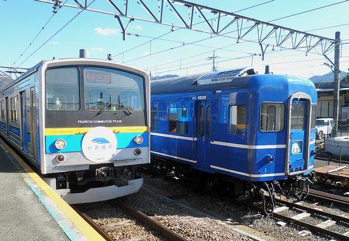 富士急行6000系(左)・スハネフ14 20(右)(下吉田駅・2013年11月30日)