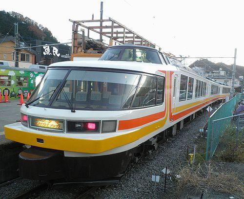 富士急行2000形・2002編成「パノラマエクスプレス・アルプス」塗装(2013年11月30日・大月駅)1