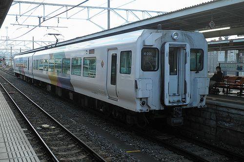 長モトE257系・クモハE257-5(M-205編成)(2013年12月1日・松本駅)