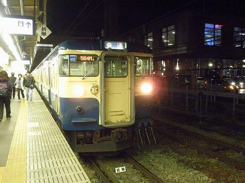 八トタ115系「M8」編成(2013年12月1日・甲府駅)