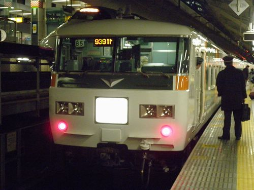 東海道本線快速「ムーンライトながら」9391M(2013年12月25日・東京駅・宮オオ185系B5編成)1