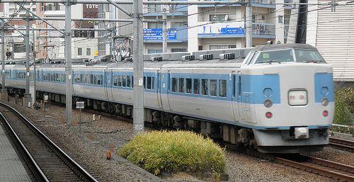 千マリ183系「32」編成(2012年12月31日・大久保駅)