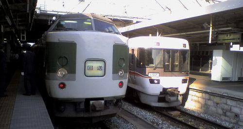 長ナノ189系「N103」編成(左)(2010年5月29日・長野駅)