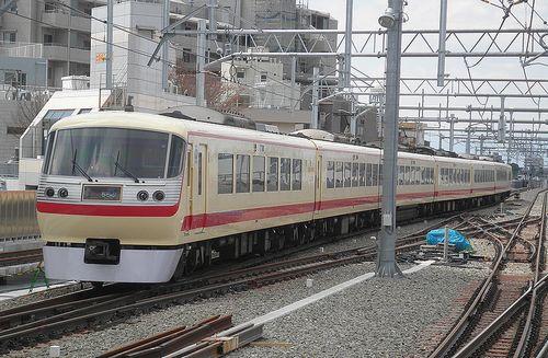 西武10000系10105F「レッドアロークラシック」(2012年4月4日・石神井公園駅)