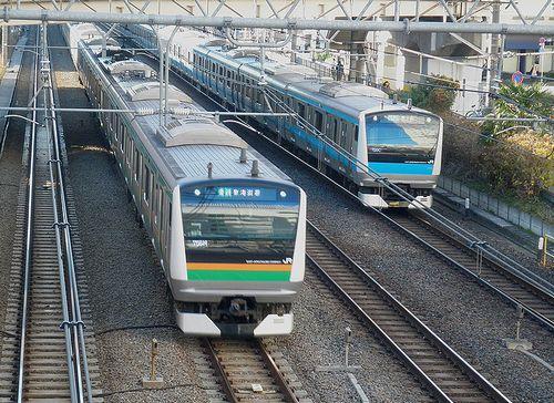 東海道線E233系と京浜東北線E233系の並走(2014年1月6日・大井町駅)