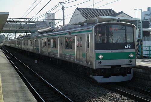 宮ハエ205系「32」編成(2013年2月9日・南古谷駅)