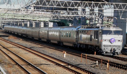 EF510-509[田]牽引「カシオペア」(2014年1月16日・東十条駅)