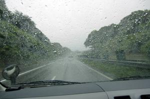 嵐の東名高速