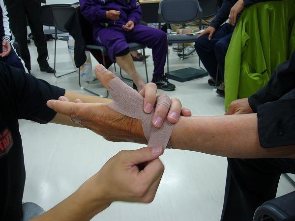 テーピング親指3