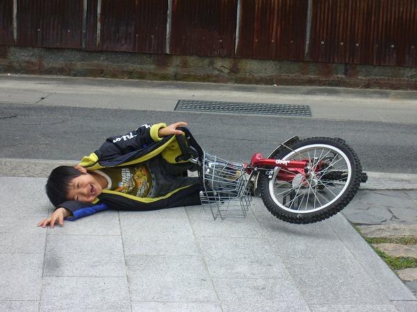 自転車乗り転んじゃった