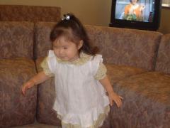 小さな娘のエプロンドレス