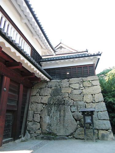 南櫓と真田石