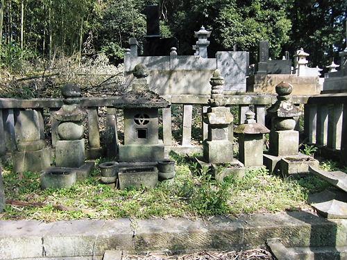水野長勝の墓 (2)