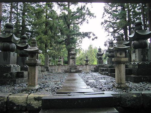 津軽家墓地