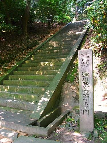細川家霊廟
