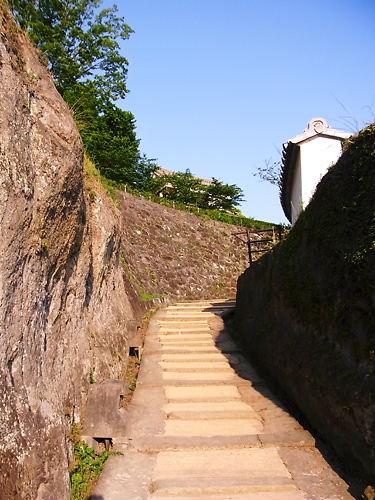 臼杵城登る