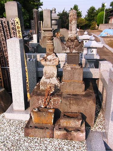 小田顕家の墓