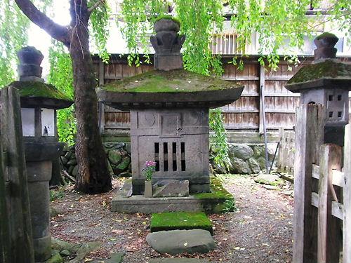 貞松院の墓 (2)