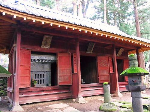 諏訪家の廟