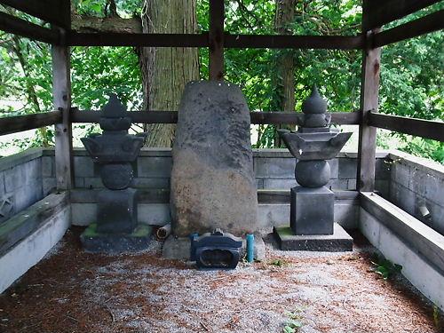 諏訪満隣の墓