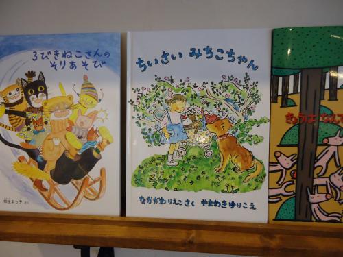 lapin-cafe-books1.jpg