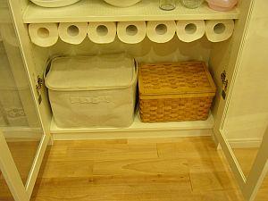 食器棚内のキッチンペーパーストック