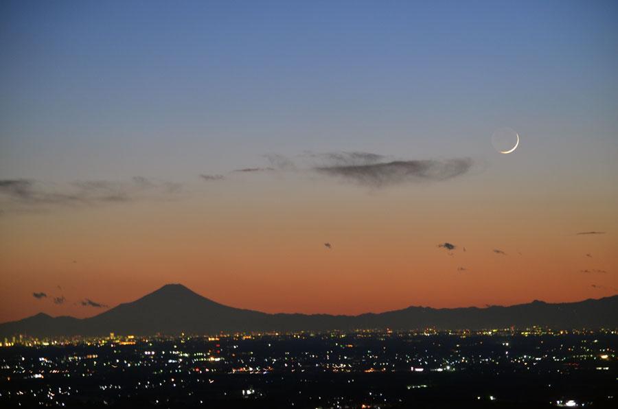DSC_0714富士山と三日月