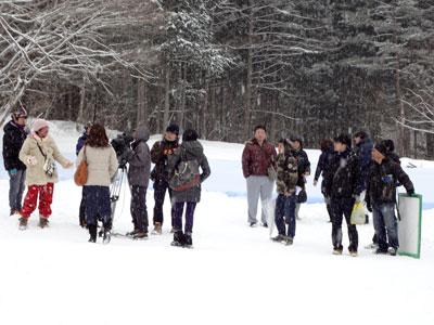 雪の中の撮影隊