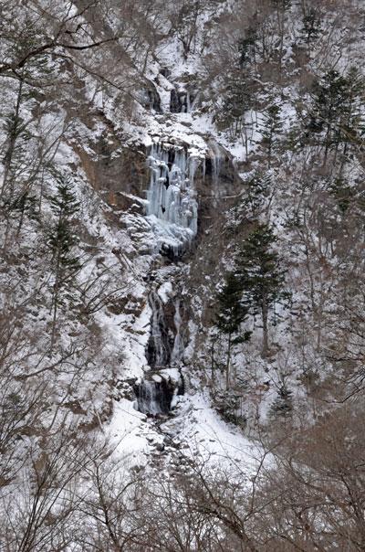 蛇王の滝凍る