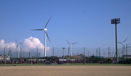 風力発電の活発なすがすがしい場所