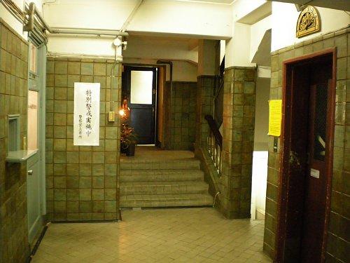 奥野ビル玄関