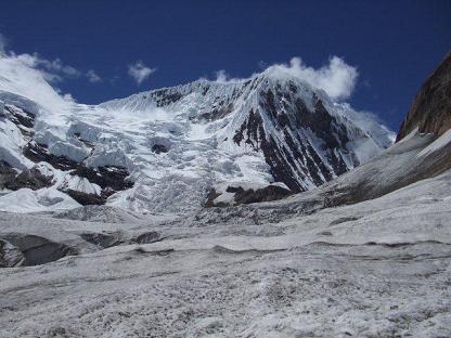 マナスル2012_C1手前から見た北峰とマナスル氷河