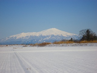 快晴の中の鳥海山 001