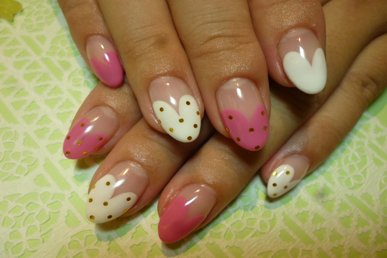 2013ネイルデザイン 白×ビビットピンクハートフレンチバイカラーネイル