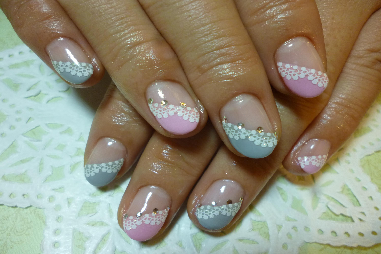 2013ネイルデザイン ピンク×グレー斜めフレンチネイル ラブリーレースシールアートネイル