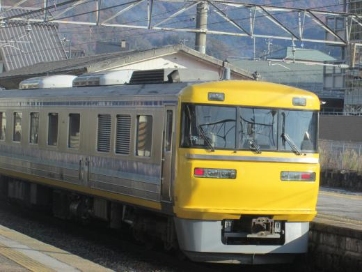 坂下駅にて黄色い電車 1