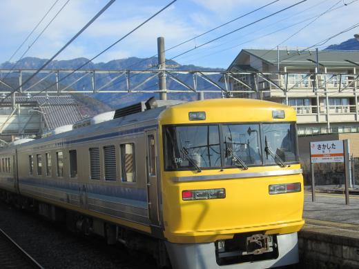 坂下駅にて黄色い電車 2