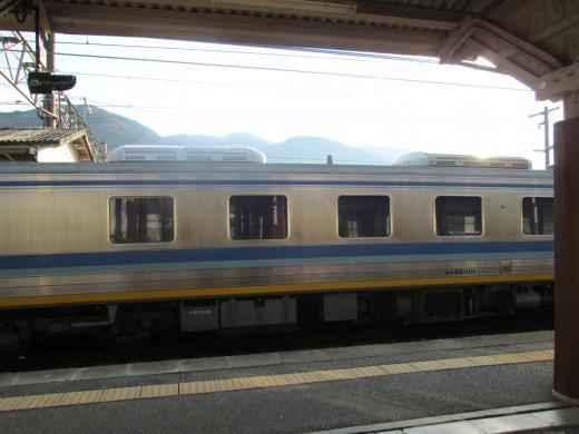 坂下駅にて黄色い電車 3