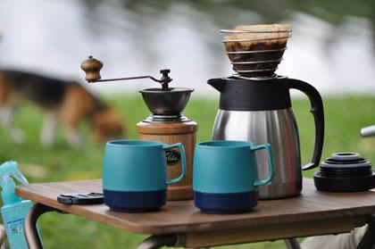 湖畔でコーヒー