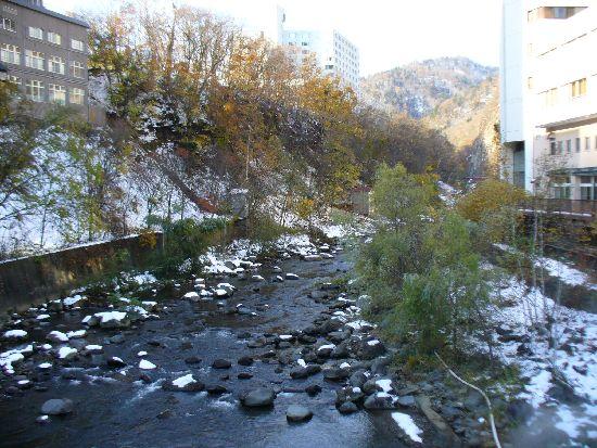 雪と紅葉の定山渓温泉