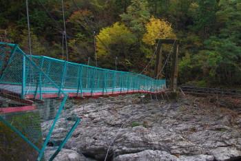 壊れたつり橋