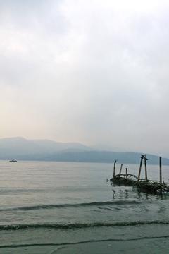 どんよりな湖