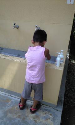 コラっ!イケメン!手洗ったのにまた触るから!!もう一回手洗いしてらっしゃい!!!