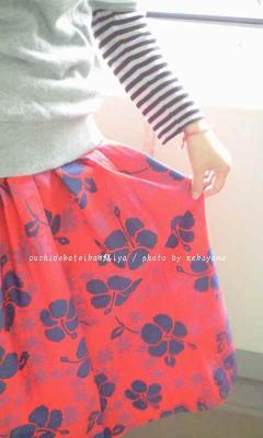 赤いロングスカート!!うひひ(*^^)v