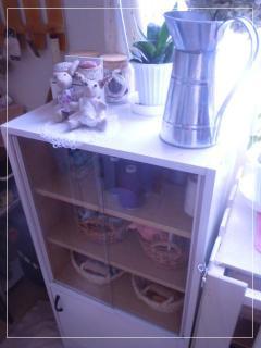 食器棚をペイント